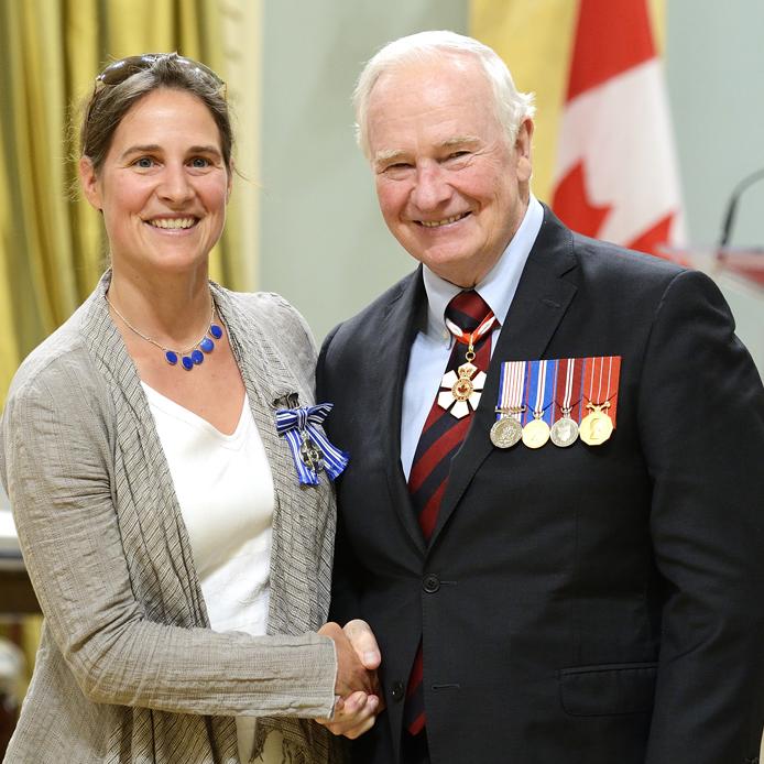 Professeure Lisa Glithero avec Son Excellence le très honorable David Johnston, gouverneur général et commandant en chef du Canada