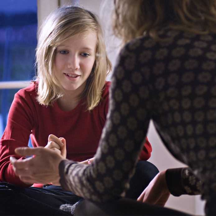 Étudiante et conseiller scolaire