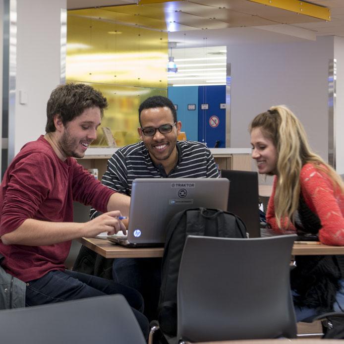 Étudiant(e)s - Faculté d'éducation au Centre de ressources