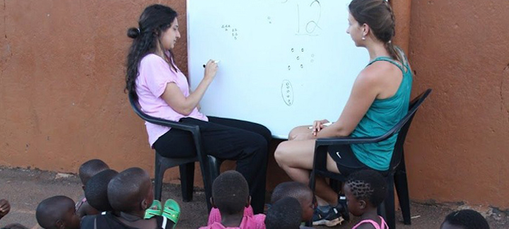 Étudiantes à Kamengo, Uganda