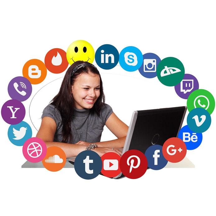 Fille et des médias sociaux